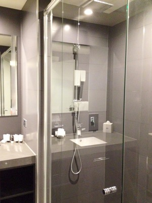 Grand Mercure Melbourne Flinders Lane Apartments Signature suite ensuite bathroom