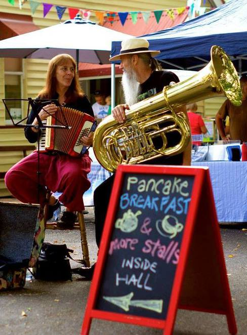 Sunshine Coast Hinterland Markets, fresh, local products, speciality fare, old treasures, indoor, outdoor, direct from the farms, Bubs & Kids Market, bargain-hunting, food, flowers, collectibles, deli goods, books, secondhand, recycled, live music, community, fauna, organic, bread, reflexology, face painting, Arts Connect, local artists, Fair Trade Cafe, massages, picturesque, Christmas, gifts