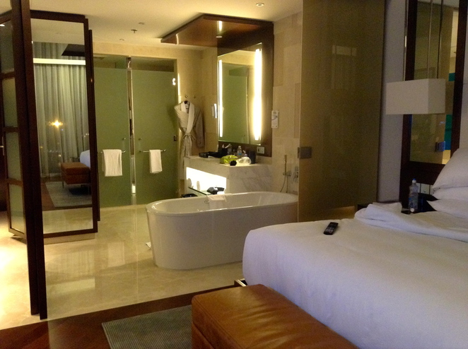 JW Marriot Hotel, Hanoi, bedrooms