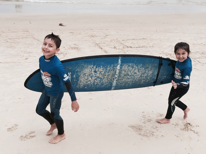 surf groms, surfing lessons, gold coast, currumbin alley, school holidays, surfing services australia