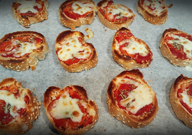 crunchy pizza toasts, snacks, kids, pizza, mixed herbs, tomato pasts, french stick, baguette, lunch, kids, children, australia, kids, children, finger food,
