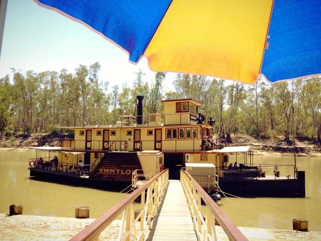 echuca, victoria, country, town, murray river, paddle, steamer, boat, cruise, victoria, australia, tourist, historical