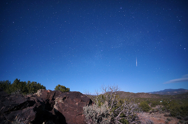 Photo of a Lyrids meteor fireball visible in a partly lit sky courtesy of Mike Lewinski @ Flickr