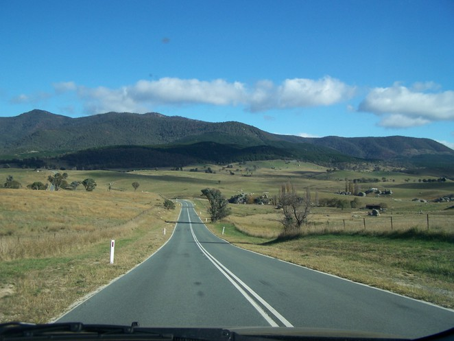 Road from Canberra Deep Space Communication Complex