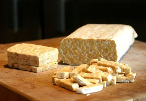 Sliced tempeh. Image is from Wikimedia Commons (by FotoosVanRobin).