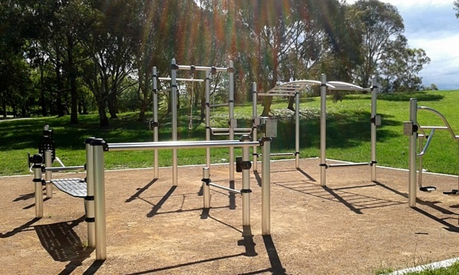 tuggeranong park, lake tuggeranong, outdoor fitness, exercise, outdoor, gym equipment, fitness stations, best fitness stations in canberra, outdoor exercise, canberra, ACT,