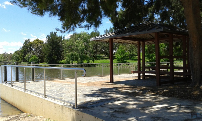 tuggeranong town park, playground, exercsing in tuggeranong, bike paths in canberra, lake tuggeranong circuit,