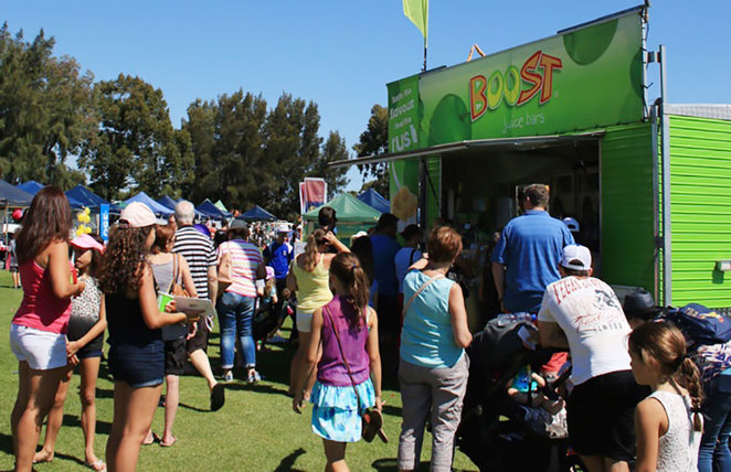 Willetton Rotary Community Fair 2018 Crowd and Boost Juice Van