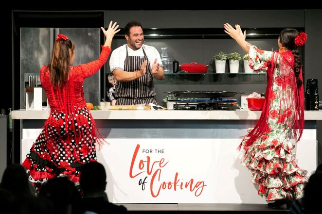 cake bake and sweets show 2019, event November, community event, fun things to do, kids cooking, Miguel Maestre, Katherine Sabbath, cooking workshop, biscuit decorating, community event, cake decorating, ICC Darling Harbour, cake workshop