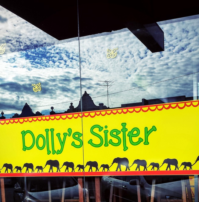 dolly's, cafe, Geelong, Vegan, Vegetarian, Gluten Free, Raw, child friendly, hippy, signage, street view