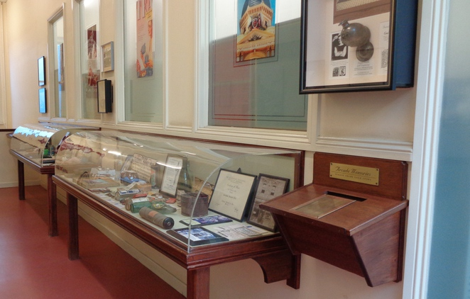 museum gay's arcade adelaide display case