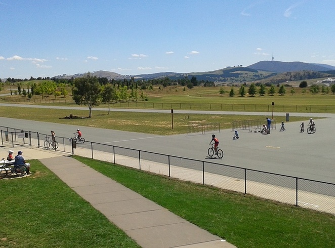 stromlo, criterium circuit, canberra, ACT, bike riding with kids, families, flat bike paths, off road, BMX, mountain biking, concrete paths, toddlers, learn to ride, weston creek, stromlo bike park