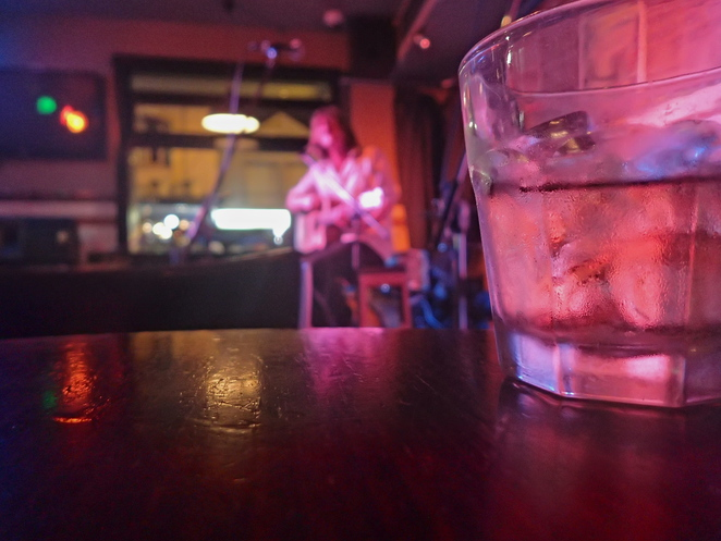 whiskey guitar bar dive music rocks coopers hotel