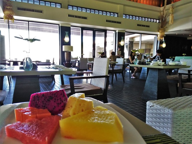 breakfast at bambu in banyan tree ungasan bali