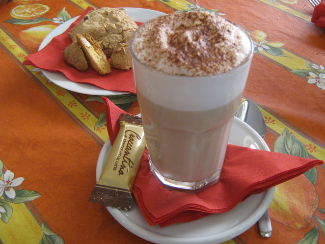 latte and biscotti cafe latte
