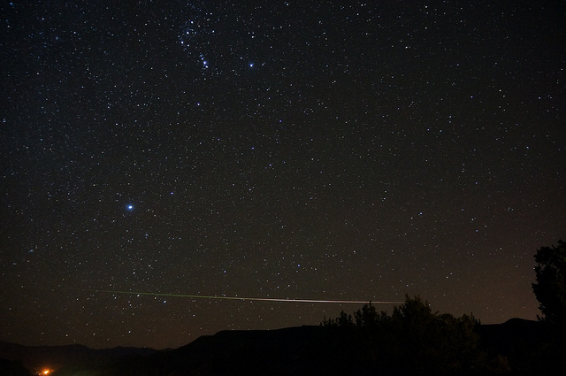 Photograph of a Leonid Meteor with a green trail courtesy of Mike Lewinksi at Flickr