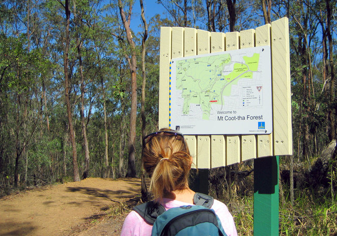 The signpost where the Citriodora Trail joins the Lookout Trail
