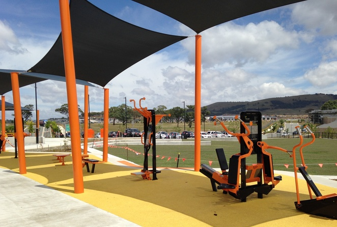 moncrieff community park, fitness stations, outdoor fitness, gym equipment, canberra, ACT, playground, sports, bootcamp, gym circuits, free gyms,