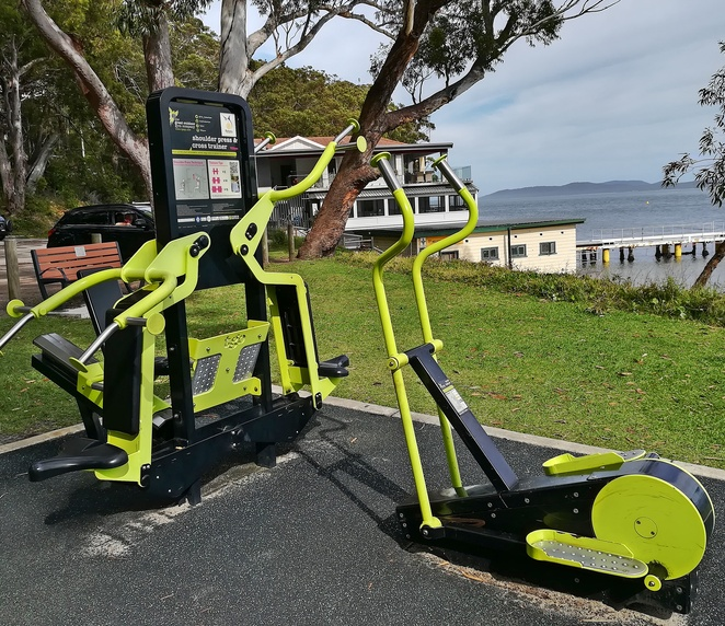 outdoor gym, outdoor, exercise equipment, little beach, port stephens, nelson bay, NSW, walks, scenic, beaches, things to do, exercise ideas,