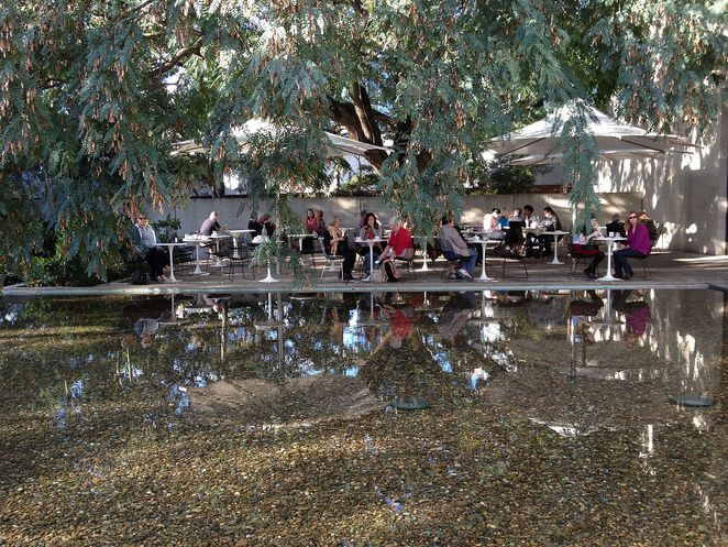 Photo of the water mall at the Queensland Art Gallery Cafe courtesy of Wikipedia (Kgbo)