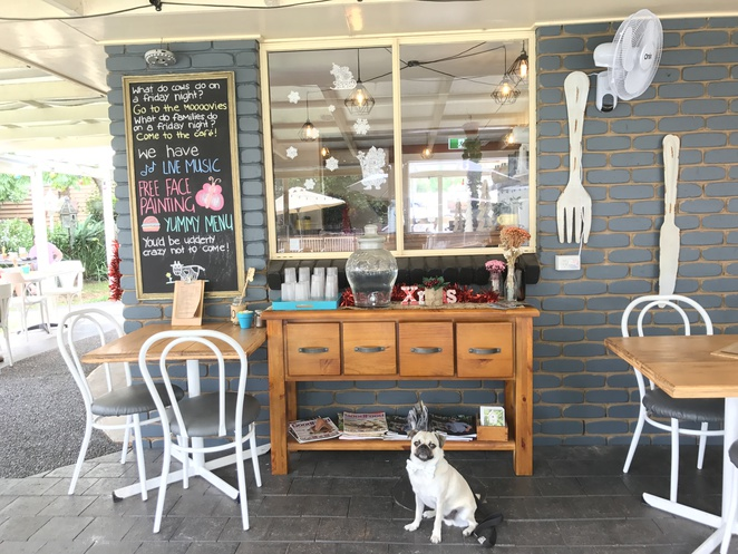 the cafe at abbie lane, toowoomba, cafe, dog friendly, breakfast, brunch, coffee, kids play area, garden, twilight markets, highfields, shopping