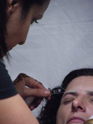 Threading (eyebrow shaping)