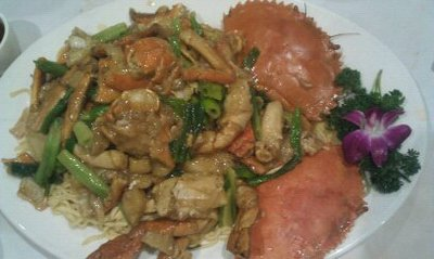 Live mud crab with yi mein