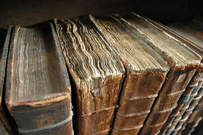 Old Books, (c) Wikipaedia Commons