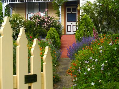 Blue Mountains, Spring in the Mountains, Katoomba, Cottages