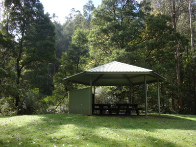 Robust picnic shelter in case of rain