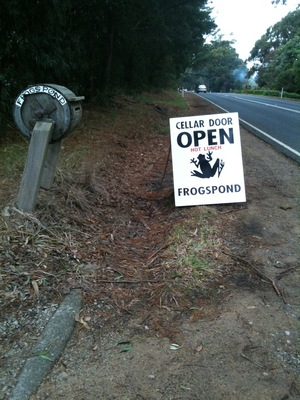 Frogspond street sign