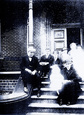 Smith Family, on the steps of Bundoora Homestead circa 1905